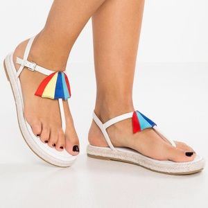 NWT Katy Perry Shay Espadrille Flat White Sandals